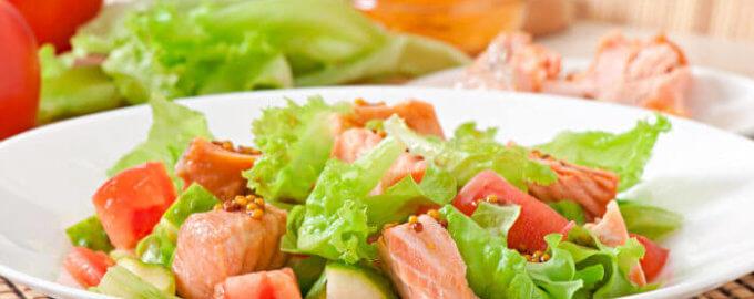 фото Нежный салат с лососем и беконом