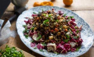 фото Салат из чечевицы с обжаренными овощами